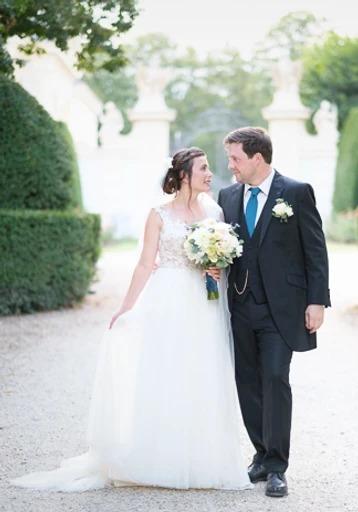 Brautpaar Fotoshooting Fotograf Hochzeit Park und Schloss